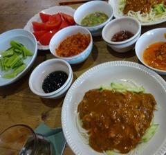 乾麺を茹でてジャージャー麺 美味しかった.jpg
