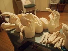 夕ご飯の後はペレットと綿を詰めます.jpg
