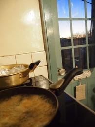 外はブルーモーメント 天ぷら揚げています.jpg
