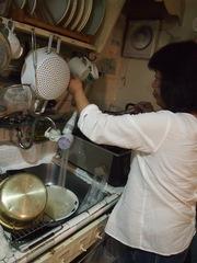 料理に腕をふるっています♪.jpg