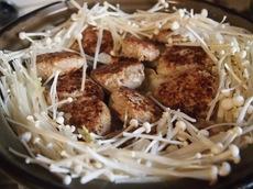 焼き目を付けた肉団子を白菜の上に.jpg