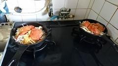 秋鮭が出た!甘味噌で味付けアルミホイルで蓋をして.jpg