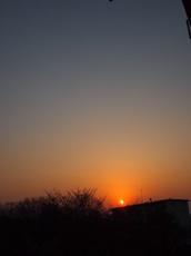 美しい夕景 この陽が部屋に入っていました.jpg