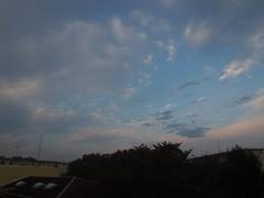 27日朝7時前の空.jpg